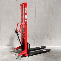 Manual stacker 1.6m