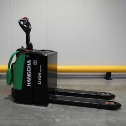 Transpallet professionale agli ioni di litio con piattaforma e barriera di sicurezza