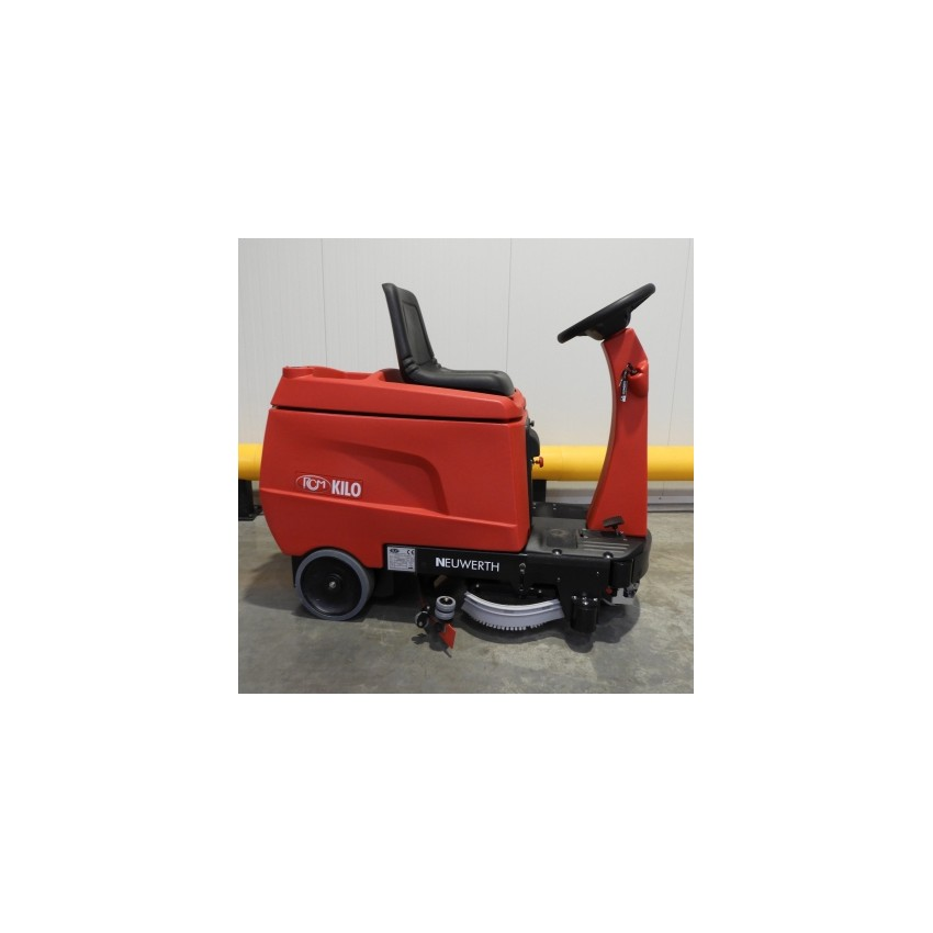 Scrubber-dryer with seated operator